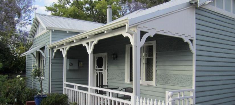 Exterior repaint of old house in Kensington